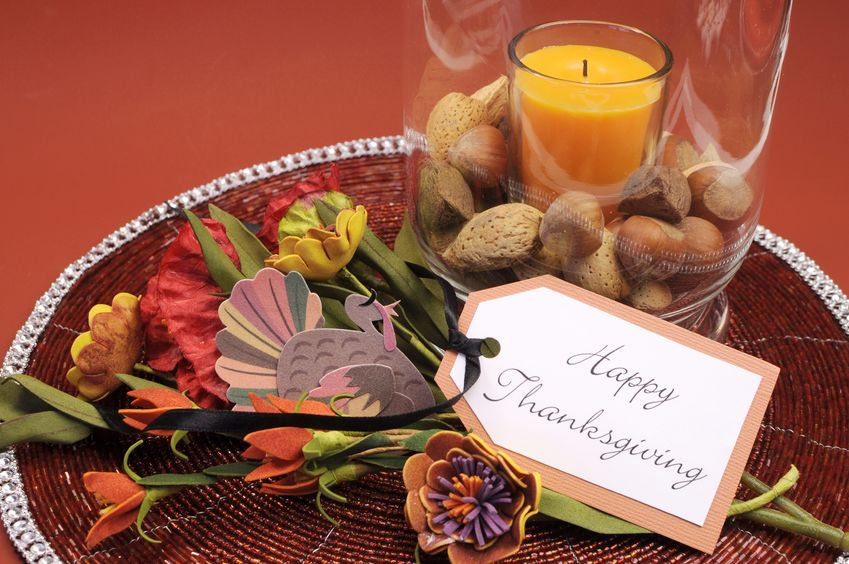 Autumn table arrangement with card that says Happy Thanksgiving